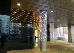 Подсветка колонн яркими контрастными