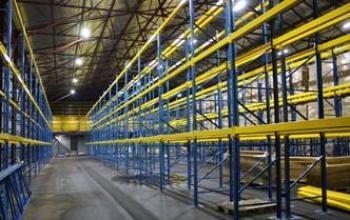 Промышленное светодиодное освещение складского
