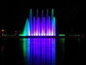 Подсветка крупного фонтана с