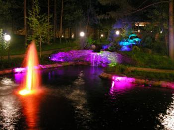 Декоративная подсветка фонтана в